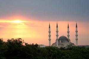 Ertugrul_Gazi_Mosque_in_Ashgabat,_Turkmenistan