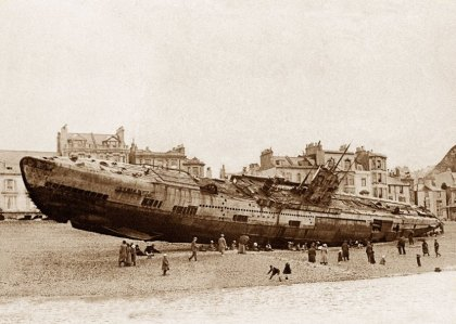 Hastings beach, German submarine, 15th April 1919