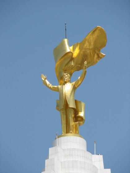 statue of Niyazov
