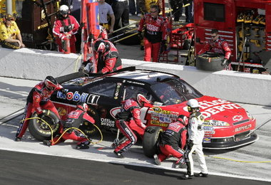 Racing's pit stop a synchonized work of art | The Cotton Boll ...