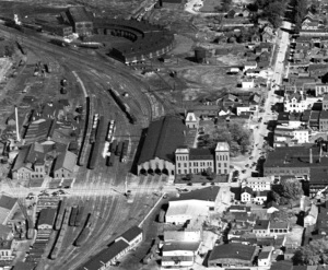 Old-time view of St. Albans, Vt., train yard. Roundhouse can be seen in the upper left.