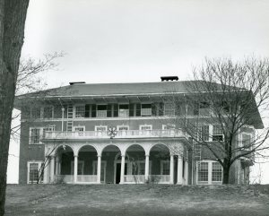 Image of Sigma Nu fraternity house, likely taken in 1940s.