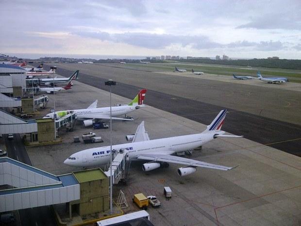 simon bolivar airport